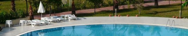 swimming-pool-64391_1920